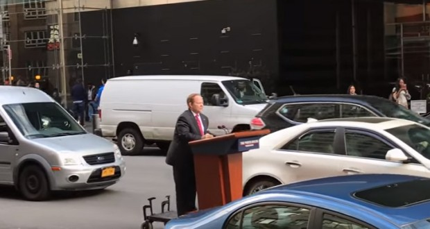Melissa McCarthy Just Rolled Down an New York City Street on Sean Spicer's Lectern