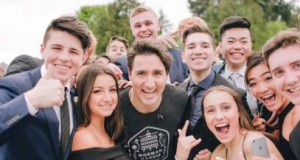 Canada's Justin Trudeau photobombs students' prom picture