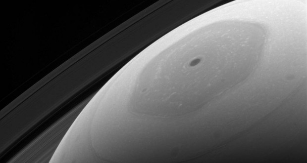 Cassini shows close-up of Saturn's hexagonal polar jet stream