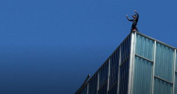 French spiderman climbs Alain Robert Barcelona skyscraper