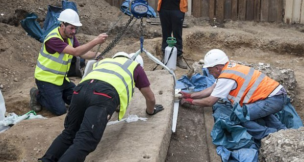 1,600-Year-Old Roman Sarcophagus Unearthed In London
