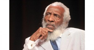 Dick Gregory, Groundbreaking Comedian and Civil Rights Activist, Dead at 84